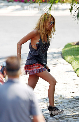 "Blake Lively on the Set of ""Savages"" in Laguna Beach, Sep 13"