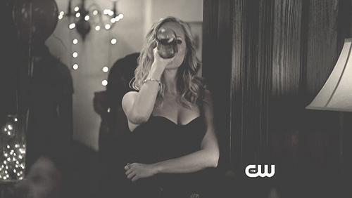 Caroline 3x01♥