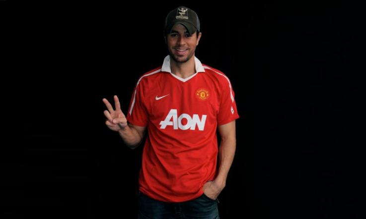 8eac14a23 Enrique in Manchester United shirt - Enrique Iglesias Photo ...