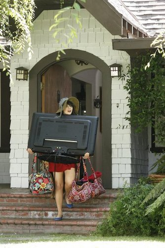 New Girl Hintergrund possibly with a müllcontainer titled Episode 1.02 - Kryptonite - Promotional Fotos