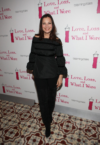 Fran Drescher karatasi la kupamba ukuta possibly with a well dressed person and an outerwear entitled Fran