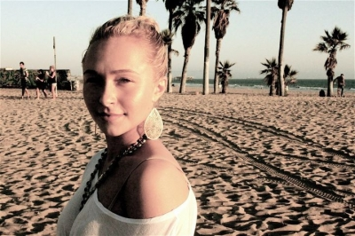 Hayden on the spiaggia with Friends
