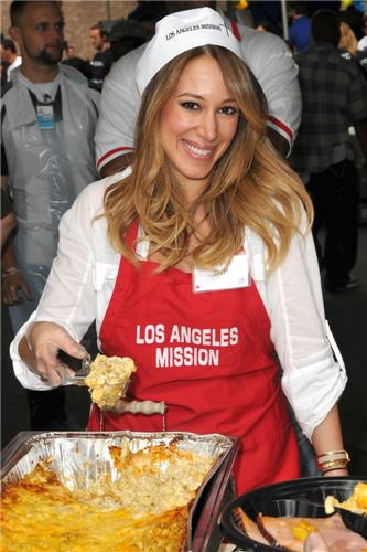 Haylie&Hilary - Los Angeles Mission Easter For The Homeless - April 22, 2011