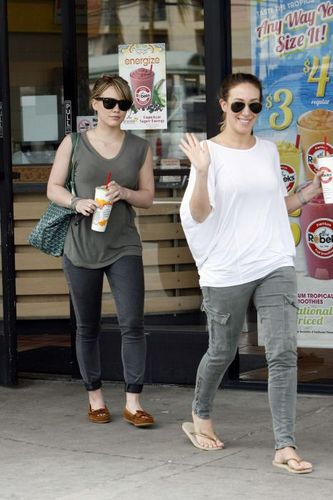 Haylie & Hilary at Robeks saft in LA - April 02, 2011