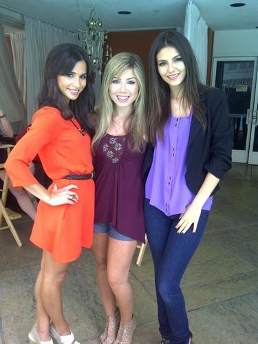 Jennette McCurdy & Victoria Jusitce & Josie Loren