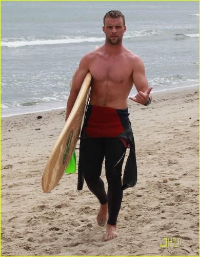 Jesse Spencer: Shirtless Malibu Surfer!