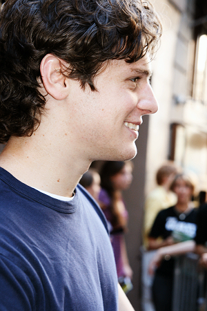 jonathan groff singing
