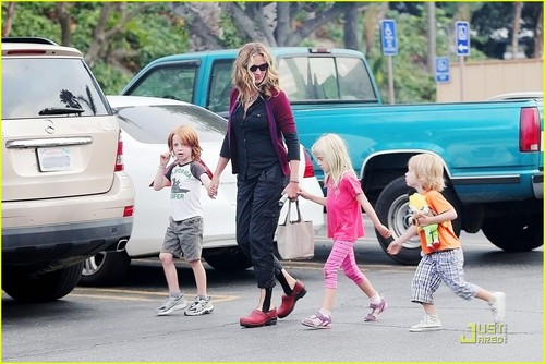 Julia Roberts: Breakfast with the Kids!
