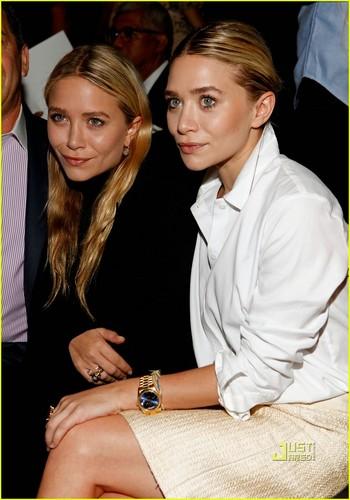 Mary-Kate & Ashley Olsen: J. Mendel Fashion Show!