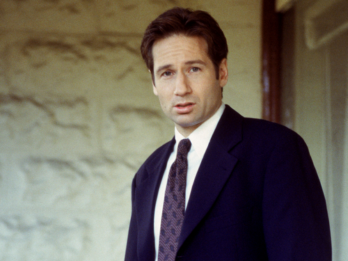 The X-Files achtergrond with a business suit and a suit titled Mulder