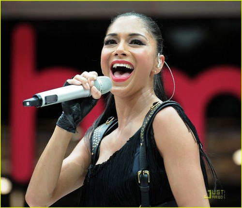 Nicole Scherzinger: Westfield Stratford City Performer!