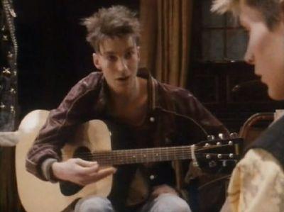 Playing gitaar