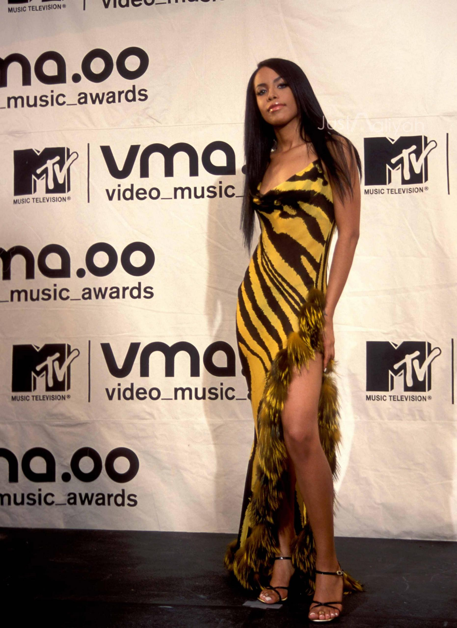 Aaliyah wallpapers,Aaliyah Pictures, Aaliyah Mobile Wallpapers