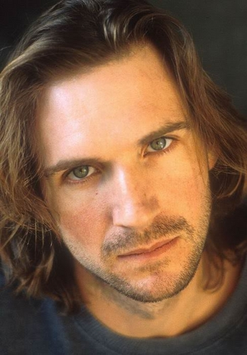 Actors پیپر وال with a portrait called Ralph Fiennes