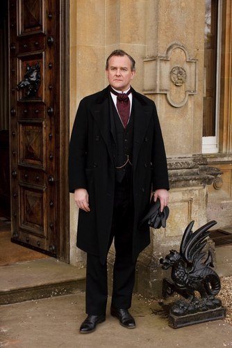 Downton Abbey 壁纸 with a business suit and a well dressed person called Robert Crawley