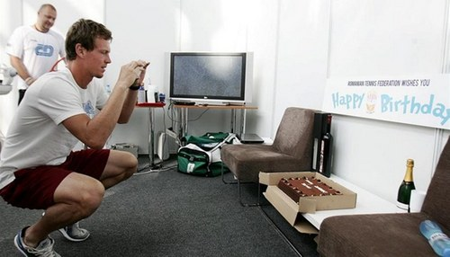 Tomas Berdych celebrates 26th birthday. Congratulated and Romanians, who sent a cake and champagne.