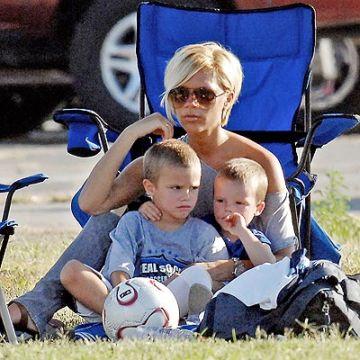 Victoria with her kids Romeo and Cruz