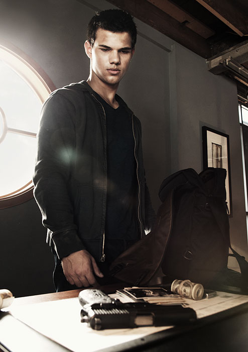 new abduction pic - Ta... Taylor Lautner Abduction