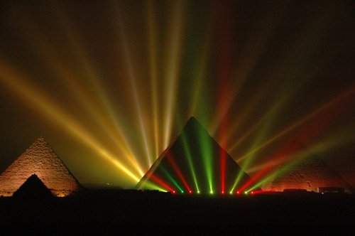 Egypt achtergrond with a fontein called sound and light toon