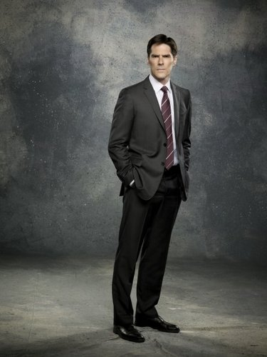 SSA Aaron Hotchner fond d'écran with a business suit, a suit, and a two piece titled Aaron Hotchner - Season 7
