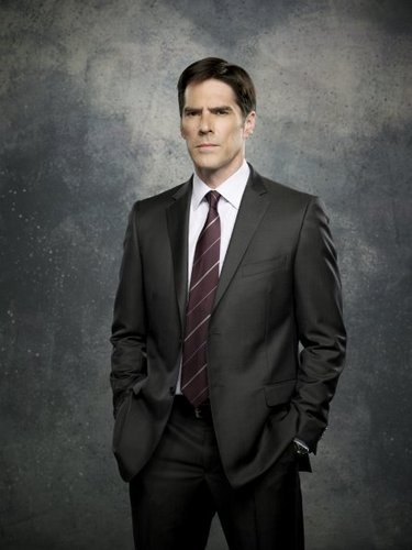 SSA Aaron Hotchner karatasi la kupamba ukuta with a business suit, a suit, and a single breasted suit titled Aaron Hotchner - Season 7