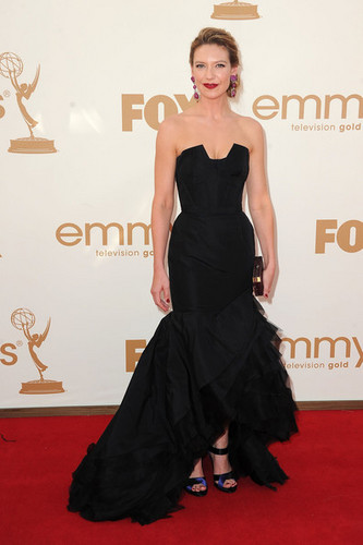 Anna Torv Arriving @ the 2011 Emmy Awards