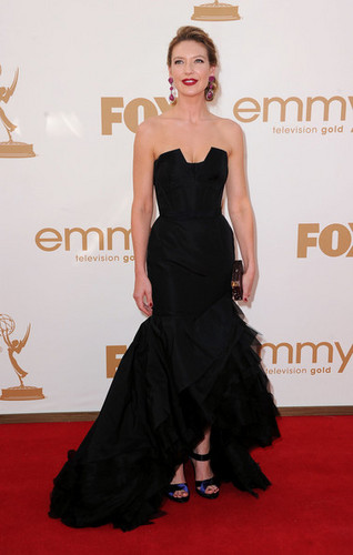 Anna Torv Arriving @ the 2011 Emmy Awards