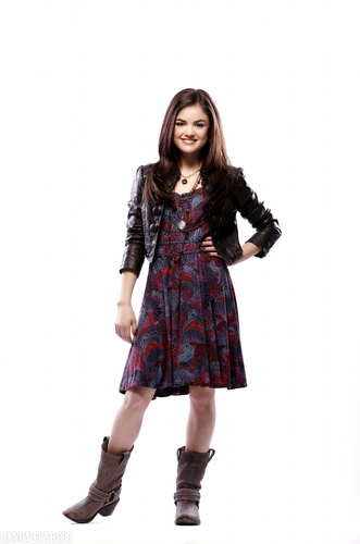 Aria Montgomery वॉलपेपर with a hip boot entitled Aria Season 1 HQ Promos