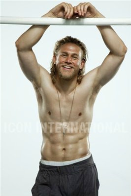 Sons Of Anarchy wallpaper possibly with a six pack entitled Charlie Hunnam♥