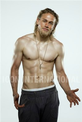 Sons Of Anarchy wallpaper containing a six pack and a hunk entitled Charlie Hunnam♥