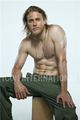 Sons Of Anarchy wallpaper possibly with a six pack and a hunk entitled Charlie Hunnam♥