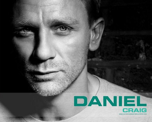 Daniel Craig Hintergrund probably with a portrait titled Daniel Craig<3