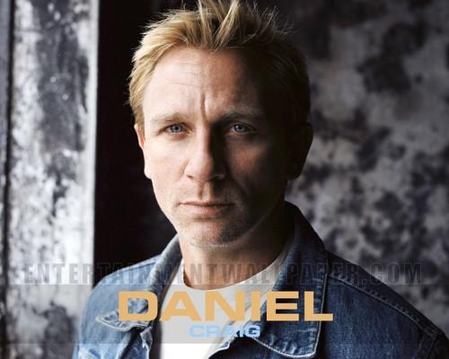 Daniel Craig Hintergrund with a portrait entitled Daniel Craig<3