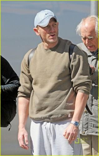 Daniel Craig: Vitamin Shoppe Stop!