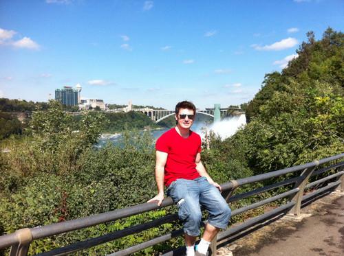 Emmet at Niagra Falls