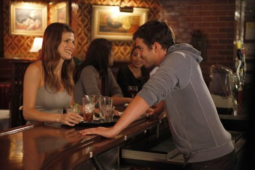 New Girl Hintergrund with a brasserie, a bistro, and a abendessen tabelle titled Episode 1.04 - Naked - Promotional Fotos