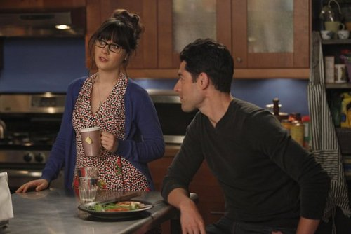 New Girl Hintergrund with a brasserie titled Episode 1.04 - Naked - Promotional Fotos