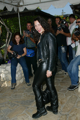 Fran Drescher karatasi la kupamba ukuta probably containing a hip boot and a green beret titled Fran Drescher