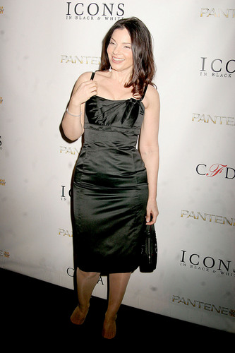 Fran Drescher Hintergrund with a cocktail dress called Fran