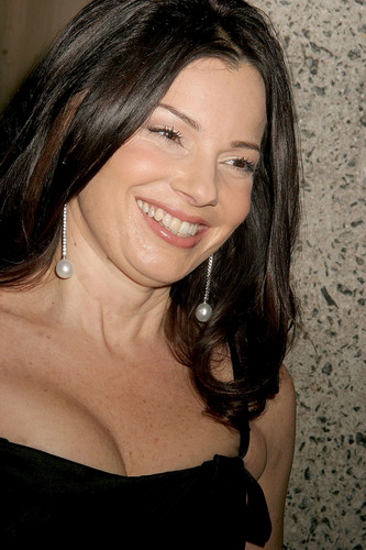 Fran Drescher Hintergrund containing a portrait called Fran
