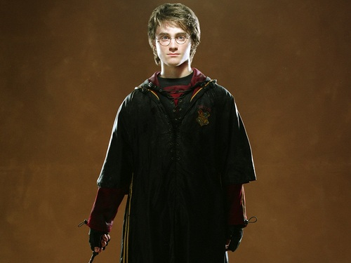 Harry James Potter wallpaper probably with a cloak entitled Harry Potter Wallpaper