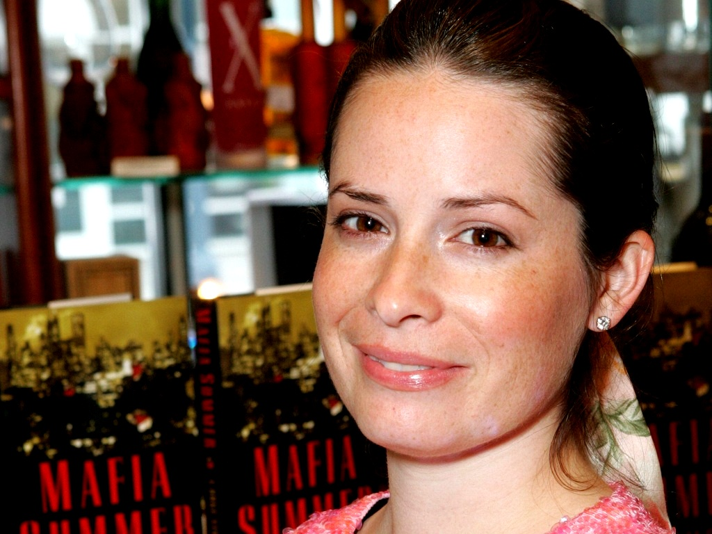 Holly Marie Combs Images Holly Marie Combs Hd Wallpaper And