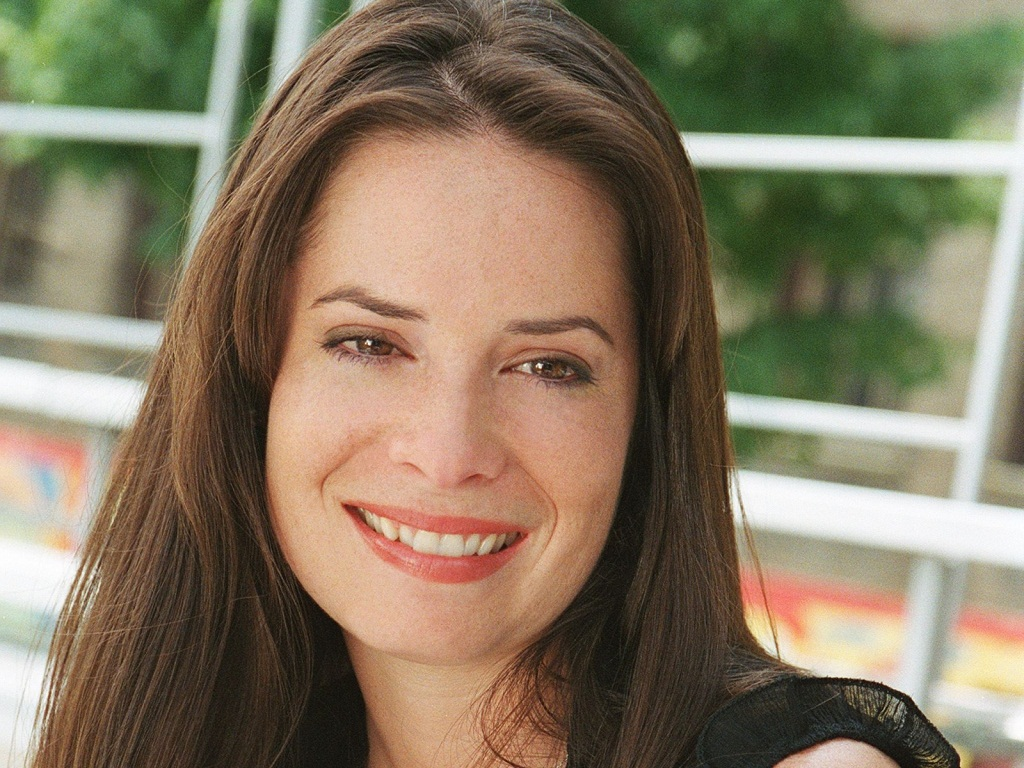 Holly Marie Combs 2009