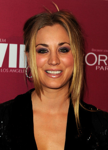 Kaley Cuoco @ 2011 Entertainment Weekly And Women In Film Pre-Emmy Party Sponsored द्वारा L'Oreal