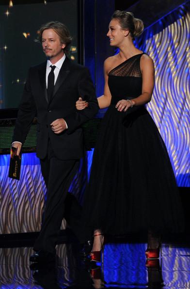 Kaley Cuoco @ 63rd Annual Primetime Emmy Awards - tunjuk