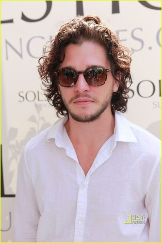 Kit Harington: BAFTA 茶 Party!
