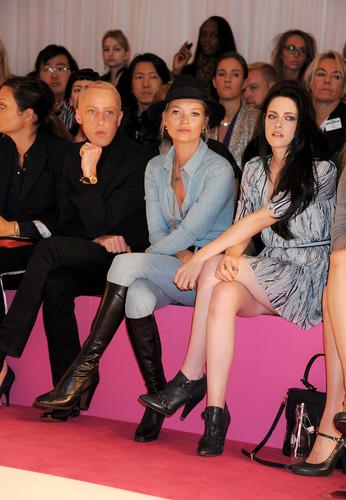 Kristen Stewart at Mulberry Fashion Показать