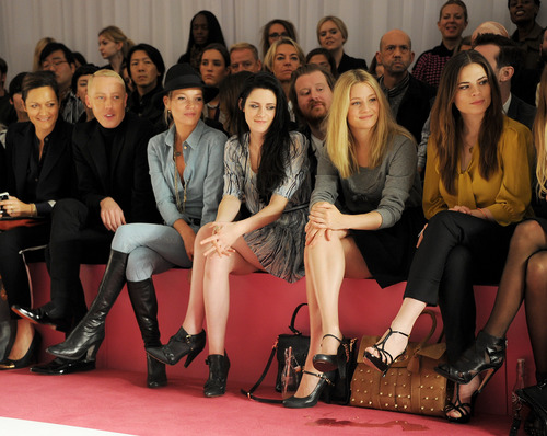 Kristen Stewart at Mulberry Fashion tunjuk