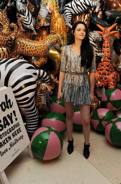 Kristen Stewart at Mulberry Fashion montrer