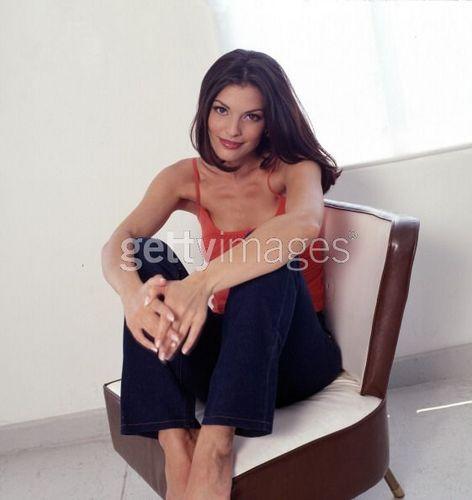 Maria'sister Rosa Santos played par Alana De La Garza